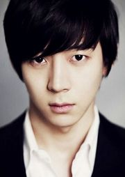 Park Yoo Hwan (Lee Moon Kwon)